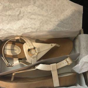 New! Giani Bernini RAISAA Footbed Sandals Blanc.